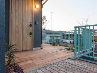 K邸: アービア設計事務所が手掛けた廊下 & 玄関です。,