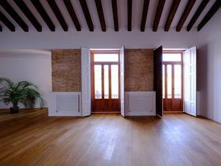Reforma de vivienda Unifamiliar Salones de estilo moderno de BHB arquitectura Moderno