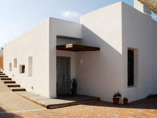 Vivienda unifamiliar en Rotova: Casas de estilo  de BHB arquitectura
