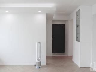 Corridor & hallway by 홍예디자인, Minimalist