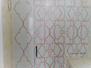 Diseño de mampara para cuarto de baño:  de estilo  de CONSUELO TORRES