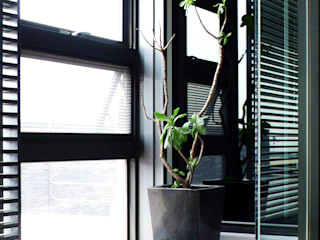 浴室造景:  窗 by 黃耀德建築師事務所  Adermark Design Studio