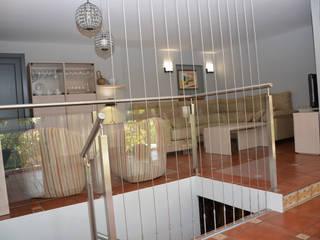 Reformar y renovar casa antigua: Salones de estilo  de Almudena Madrid Interiorismo, diseño y decoración de interiores, Clásico