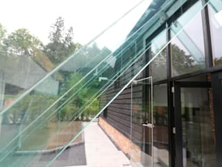 Structural Glass Porch : modern Houses by Ion Glass