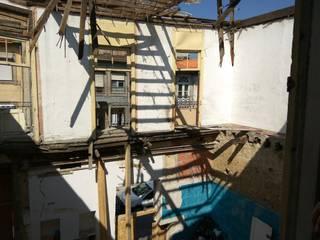 Lofts Cândido dos Reis Paredes e pisos clássicos por PROJETARQ Clássico