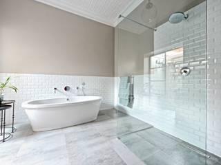 Saxonwold bathroom Oksijen Kamar Mandi Gaya Eklektik Grey
