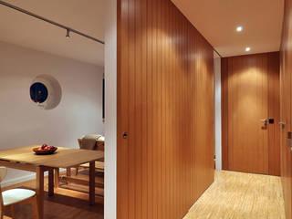 Couloir et hall d'entrée de style  par Pedro Cavaco Leitão, Arq.º,