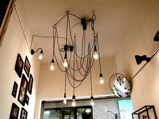 シンプルな要素で構成。 designista-s (デザイニスタ エス) ミニマルな商業空間 金属 白色