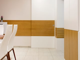 casa Brown Ingresso, Corridoio & Scale in stile moderno di mera architetti Moderno