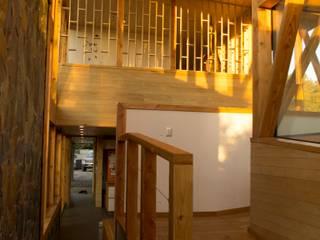 Pasillos, vestíbulos y escaleras modernos de PhilippeGameArquitectos Moderno