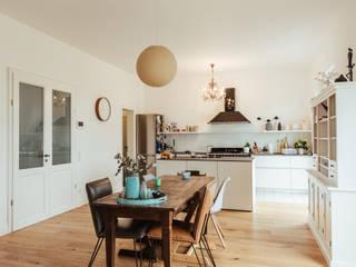 Villa Gründerzeit mit modernen Akzenten:  Küche von Innendesign Schumacher – Innenarchitektur Aachen,Skandinavisch
