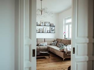 Villa Gründerzeit mit modernen Akzenten:  Wohnzimmer von Innendesign Schumacher – Innenarchitektur Aachen,Skandinavisch