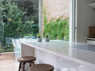 Moderne Küchen von Viú Architettura Modern