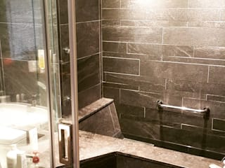 Salle de bain moderne par 富豪室內設計 Moderne