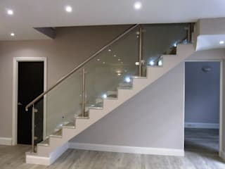 Temple Fortune, London. Scanda Window and Door services Ltd Corridor, hallway & stairsStairs White