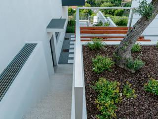 Jardim de Moradia Unifamiliar: Jardins mediterrânicos por Hugo Guimarães Arquitetura Paisagista