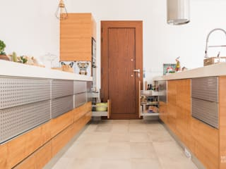 Kitchen units by Moderestilo - Cozinhas e equipamentos Lda, Country