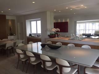 Modern Dining Room by Flavia Castellan Arquitetura Modern