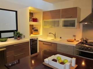 COCINA TECNICA ORIGINALE CUCINE E ARMADI Muebles de cocinas Contrachapado