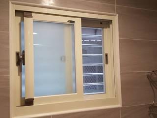 Puertas y ventanas de estilo moderno de 藝舍室內裝修設計工程有限公司 Moderno