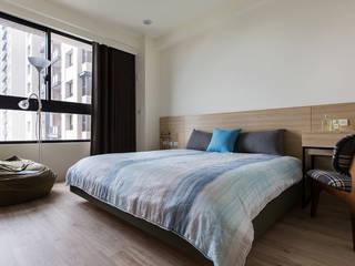 悠遊:  臥室 by 詩賦室內設計