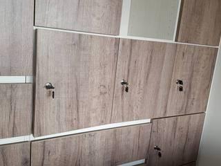 Paredes y suelos de estilo moderno de 藝舍室內裝修設計工程有限公司 Moderno