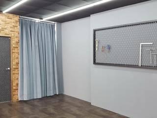 Espacios comerciales de estilo industrial de 藝舍室內裝修設計工程有限公司 Industrial