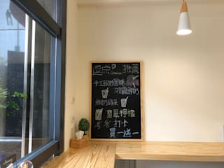 Oficinas y tiendas de estilo moderno de 藝舍室內裝修設計工程有限公司 Moderno
