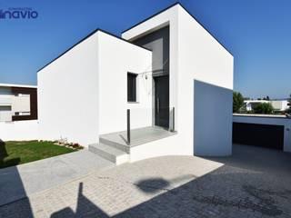 by Construções e Imobiliária Navio, Lda Modern