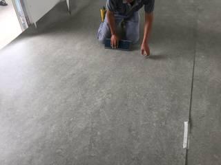 Sàn hữu cơ Marmoleum cho phòng học tại Trường Giao Thông Vận tải:  Phòng học/Văn phòng by Công Ty TNHH Thiết Bị Bảo Kim