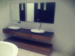 Muebles de baño :  de estilo  por CARPILUXE, SOLUCIONES EN CARPINTERIA