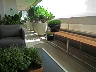 Balcon, Veranda & Terrasse modernes par Raul Hilgert Arquitetura de Exteriores Moderne