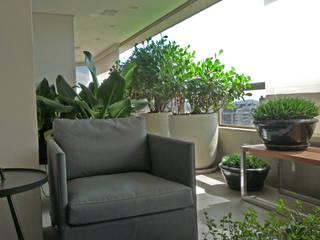 Balcones y terrazas de estilo moderno de Raul Hilgert Arquitetura de Exteriores Moderno