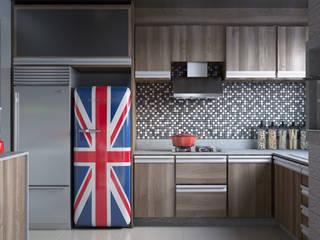 cozinha Brit: Armários e bancadas de cozinha  por render a