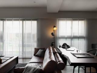 Portas e janelas modernas por 邑田空間設計 Moderno