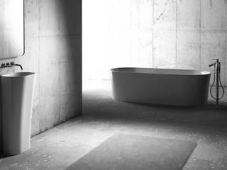 Minimalistyczna łazienka od ZICCO GmbH - Waschbecken und Badewannen in Blankenfelde-Mahlow Minimalistyczny