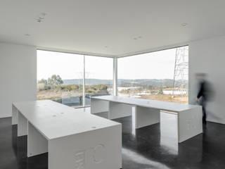Minimalistische Bürogebäude von Guillaume Jean Architect & Designer Minimalistisch