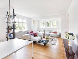 Einfamilienhaus:  Wohnzimmer von studio1073