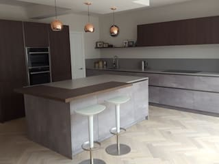 Alex and Anneli's Kitchen:  Built-in kitchens by Diane Berry Kitchens