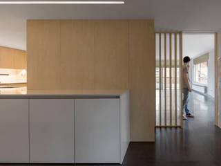 AlbertBrito Arquitectura Couloir, entrée, escaliers modernes Bois Blanc