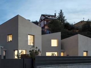 1403_MM Vivienda unifamiliar de alta eficiencia en Viladecavalls. AlbertBrito Arquitectura Casas ecológicas Aglomerado Beige