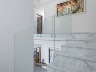 Minimalist corridor, hallway & stairs by Deborah Garth Interior Design International (Pty)Ltd Minimalist