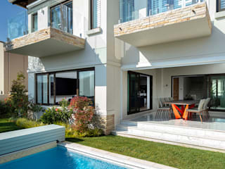 Deborah Garth Interior Design International (Pty)Ltd Multi-Family house سندھ White