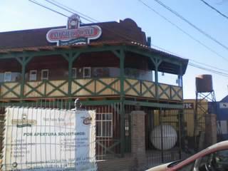 Fachada principal: Restaurantes de estilo  por LITERAS DIVERTIDAS