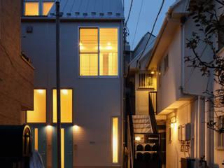 FLAT_SETTE: SOCIUS一級建築士事務所が手掛けた長屋です。