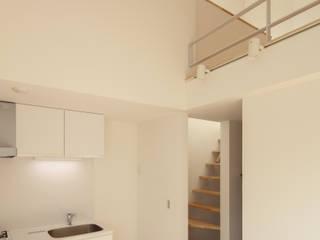 FLAT_SETTE: SOCIUS一級建築士事務所が手掛けたリビングです。