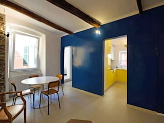 现代客厅設計點子、靈感 & 圖片 根據 silvestri architettura 現代風