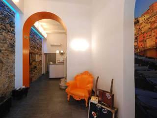 現代風玄關、走廊與階梯 根據 silvestri architettura 現代風
