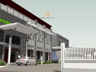 Industrial style balcony, veranda & terrace by สตูดิโอ เอส จำกัด Industrial