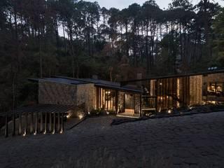The River House: Casas de campo de estilo  por Luciano Gerbilsky Arquitectos